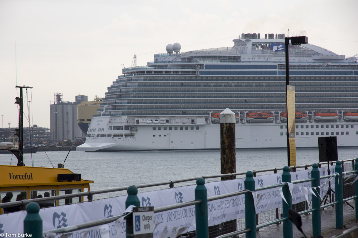 Royal Princess 06Jun2013_1200_1386